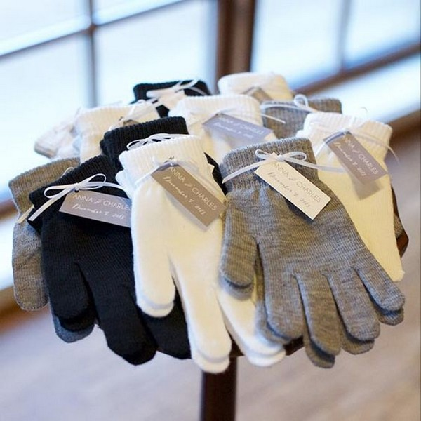 knit gloves as winter wedding favors