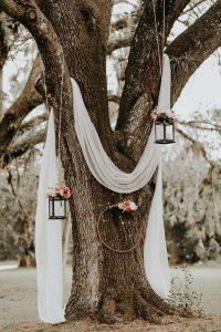 boho chic wedding backdrop ideas with white drapery and lanterns