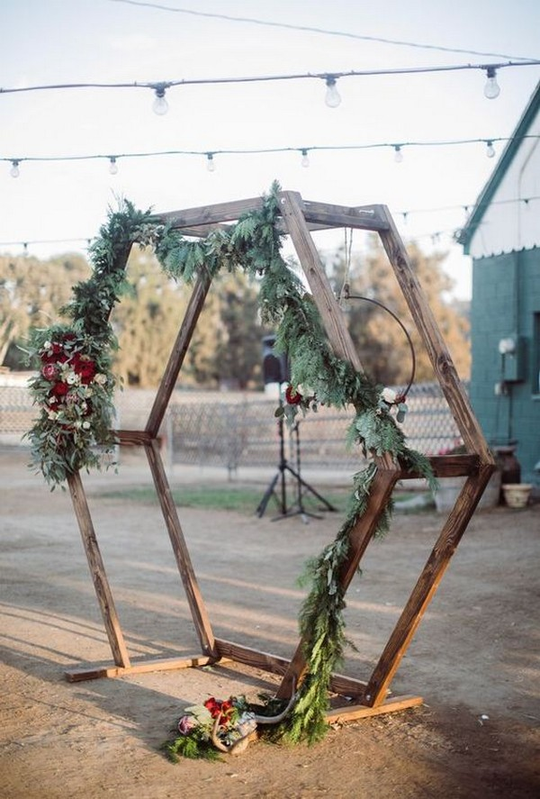 chic rustic wedding arch ideas with garland