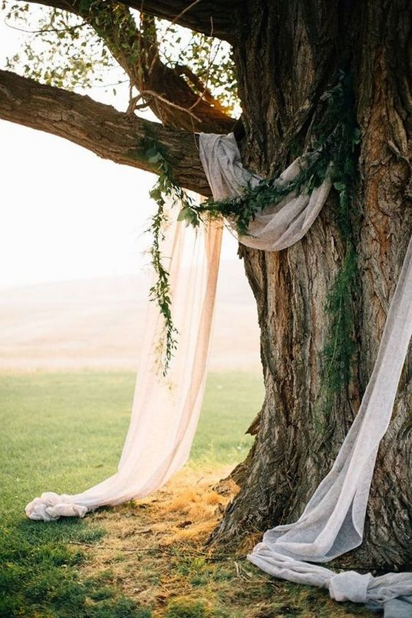 chic simple wedding backdrop ideas with drapery