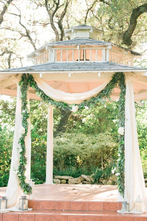 ethereal wedding ceremony decoration ideas with garland