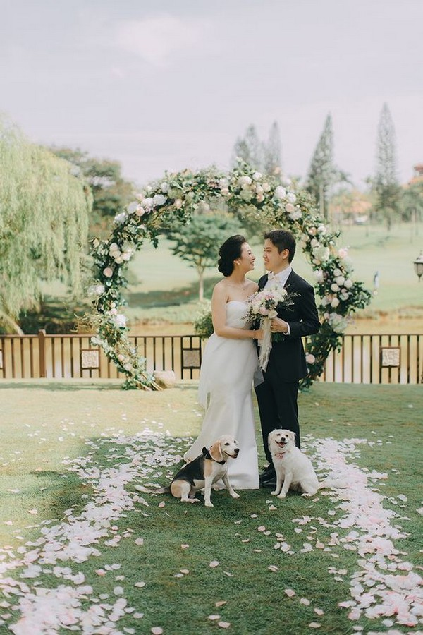 wedding photo ideas with circular arch