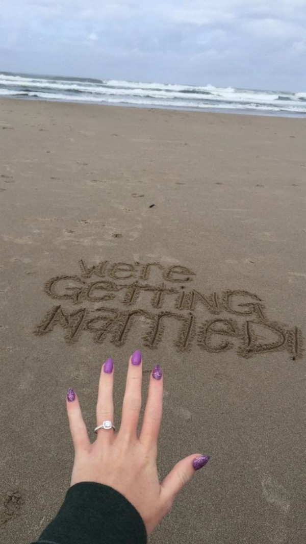 beach proposal ideas with engagement ring shot