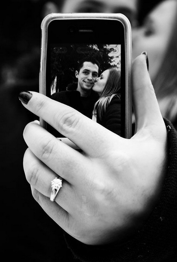 creative proposal picture ideas with ring selfie