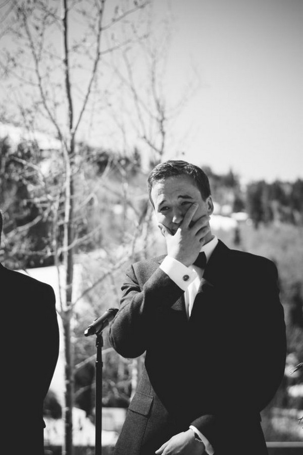 groom first look wedding photo ideas