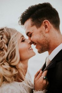 romantic bride and groom wedding photo ideas