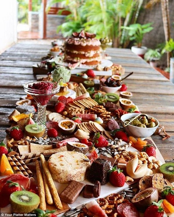 rustic outdoor wedding charcuterie food ideas