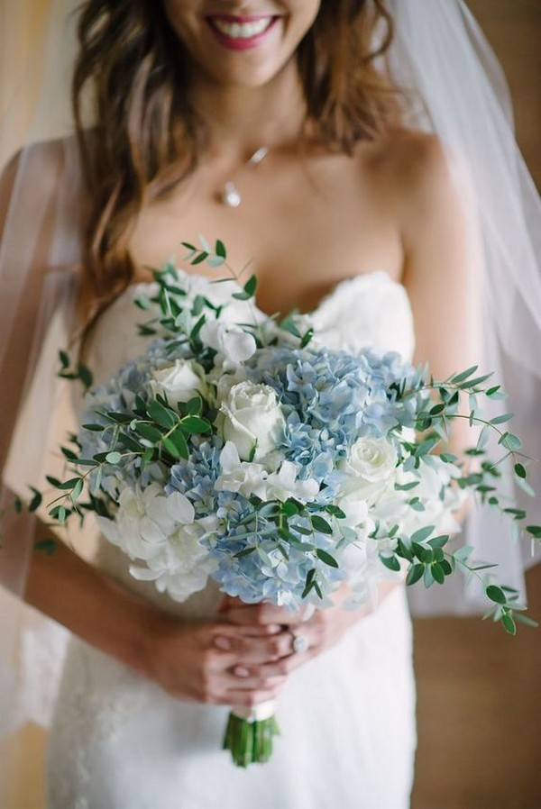 blue hydrangea wedding bouquet ideas