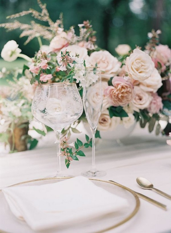 shades of soft pinks wedding centerpiece