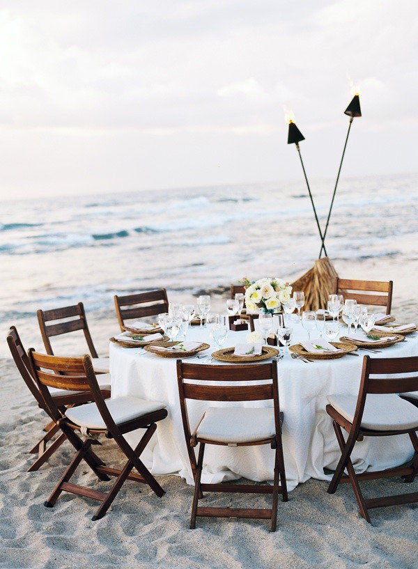 chic beach side wedding reception ideas with round table
