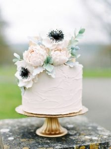 chic one tier wedding cake with floral