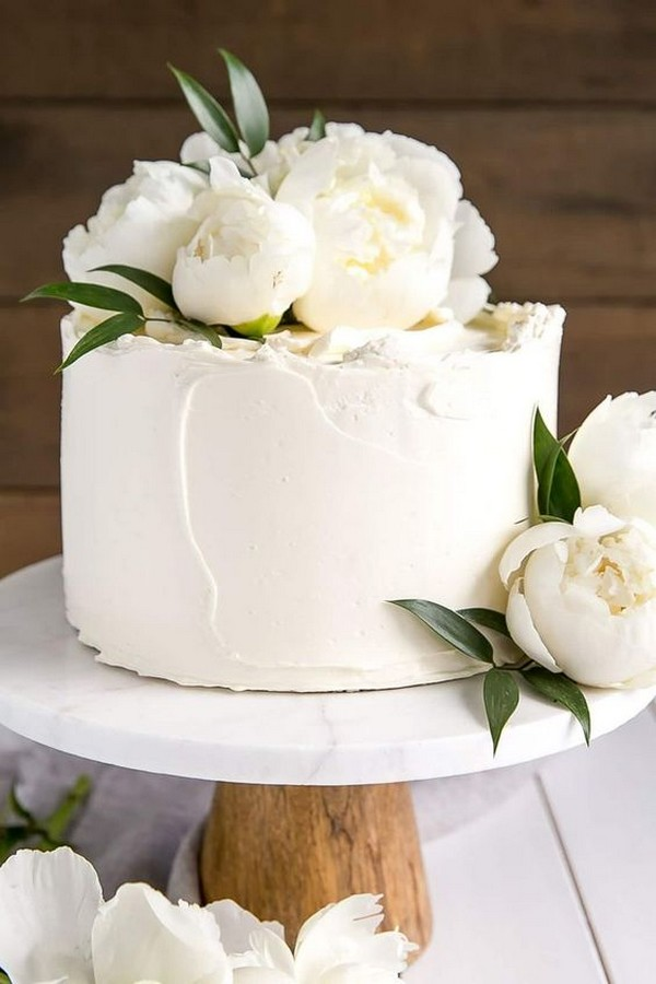 elegant one tier white and green wedding cake