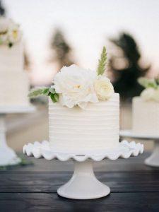 elegant white single layer wedding cake ideas