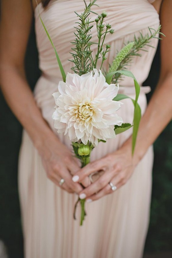 simple elegant wedding bouquet