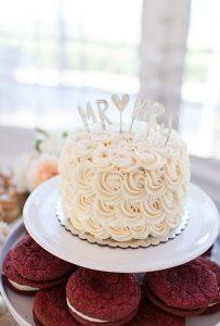 vintage one tier wedding cake