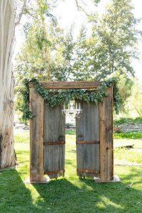 outdoor rustic wedding entrance ideas