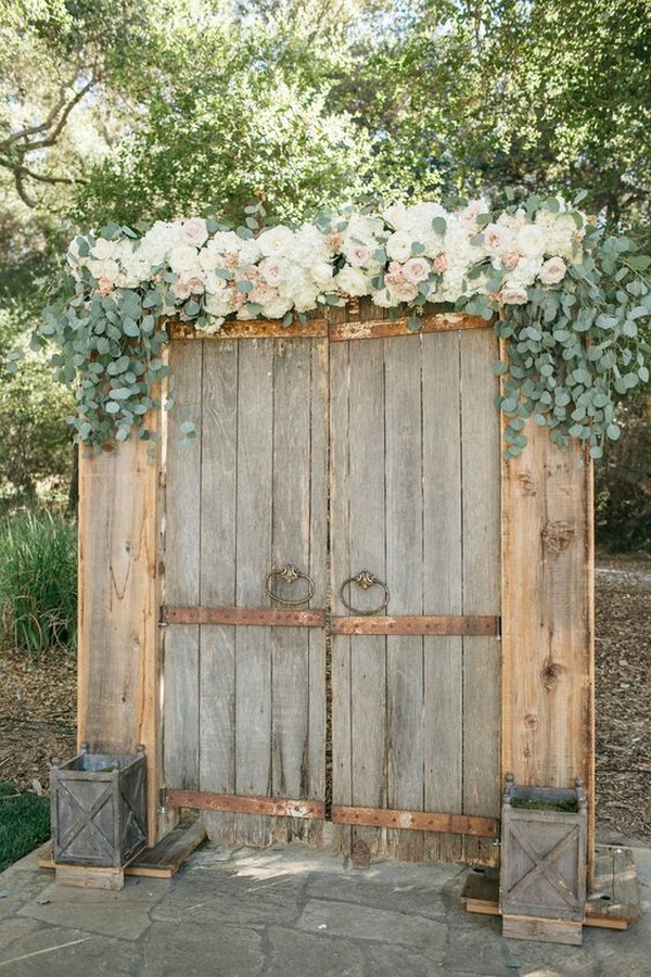 vintage door backdrop and entrance for rustic weddings