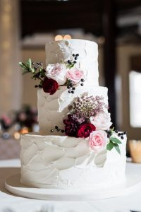 wedding cake ideas with pink and burgundy flowers