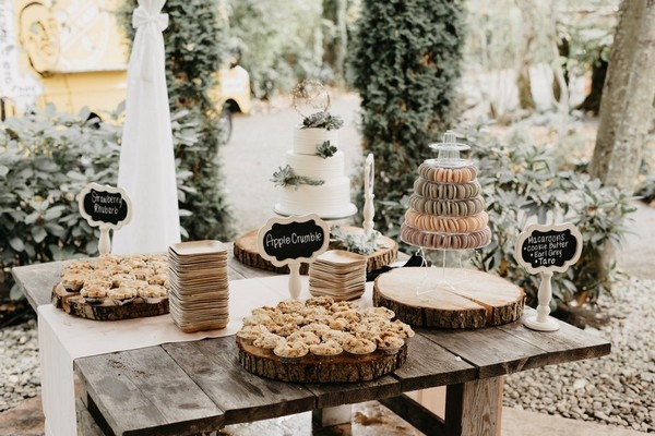 boho chic outdoor wedding dessert bar dispaly ideas