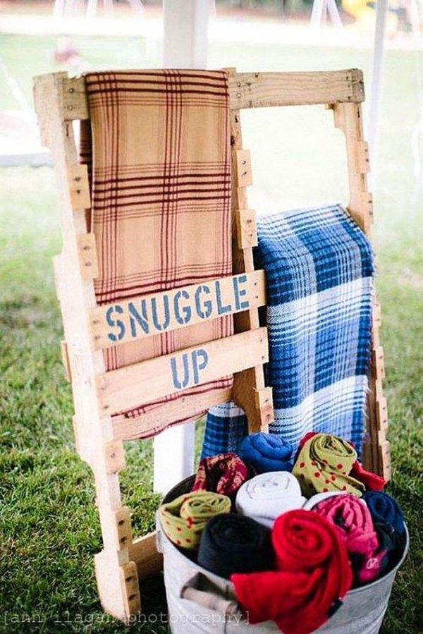 outdoor wedding ideas blankets to keep guests warm