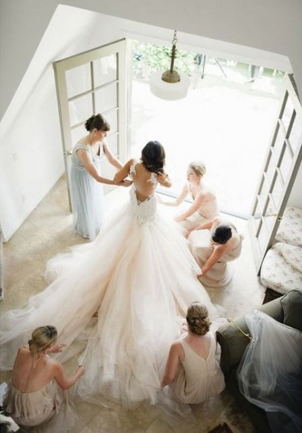 bride and bridesmaids getting ready wedding photo ideas