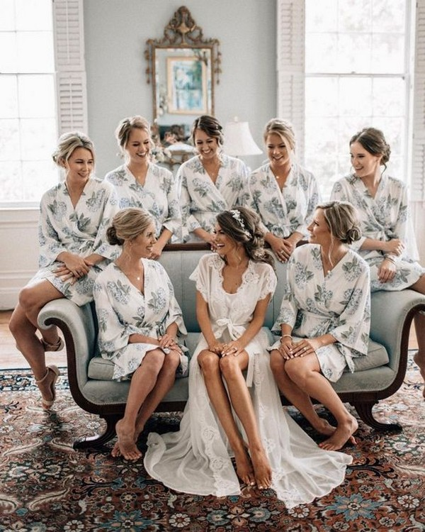 Must Have Wedding Picture List: 18 Must Have Getting Ready Wedding Photos With Bridesmaids