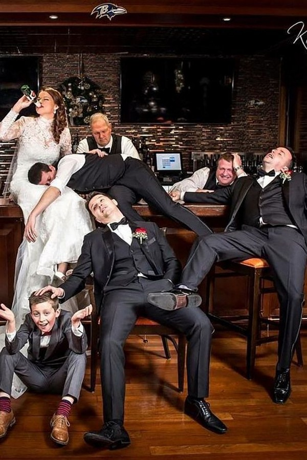 bride and groomsmen funny wedding photo ideas