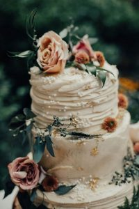 chic vintage wedding cake with floral and pearls