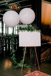 chic wedding sign decoration ideas with balloons