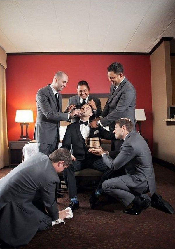 fun groomsmen wedding photo ideas