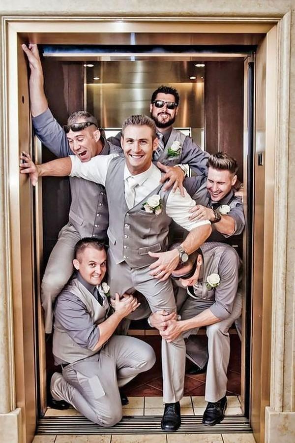 funny groomsmen photo ideas in elevator