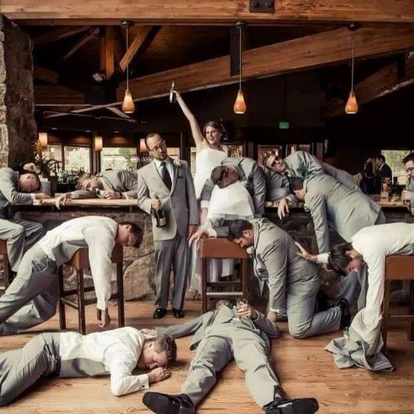funny wedding photo ideas groomsmen with the bride