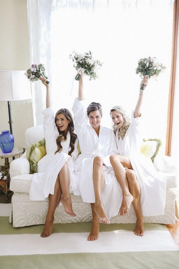 getting ready wedding photo ideas with bridesmaid