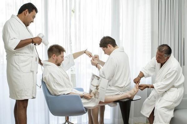 groomsmen photo ideas with fun