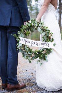 winter wedding photography with greenery wreath