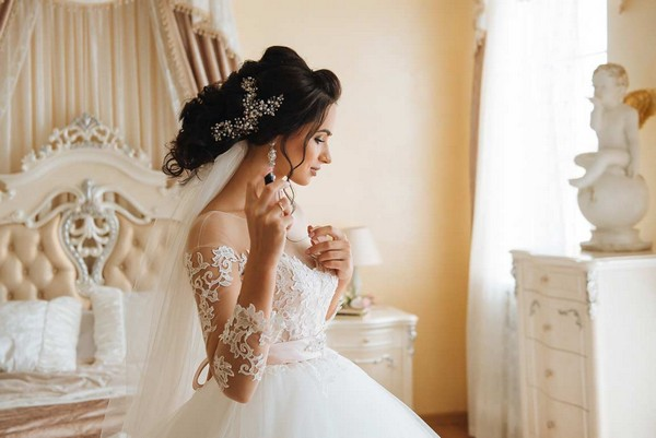 bridal-makeup-kit-beautiful-bride-with-perfume