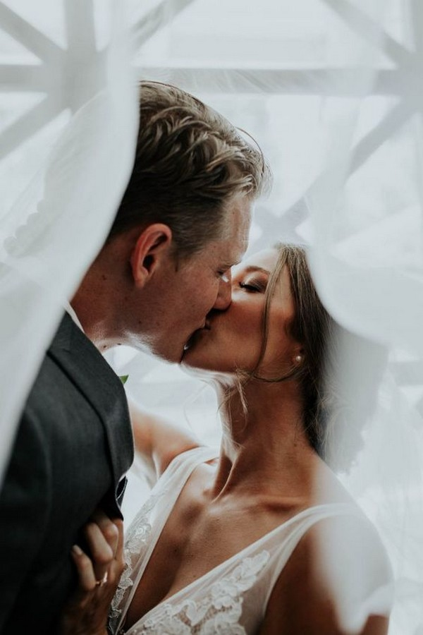 bride and groom kiss wedding photo ideas