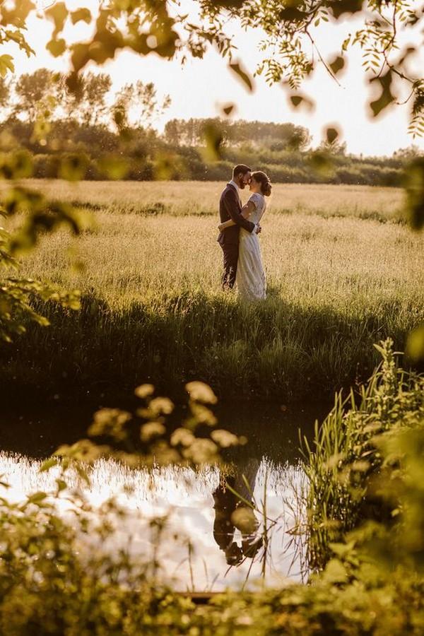 bride and groom romantic wedding photo ideas