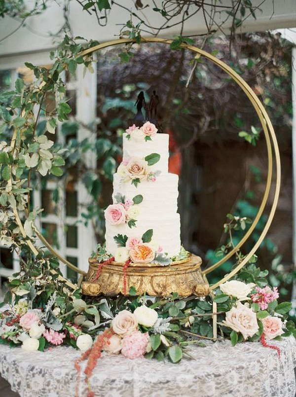 floral wedding cakes with hoop stand
