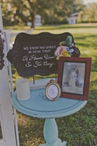 memory table ideas for outdoor vintage weddings