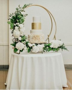 modern wedding cake display ideas with hoop stand