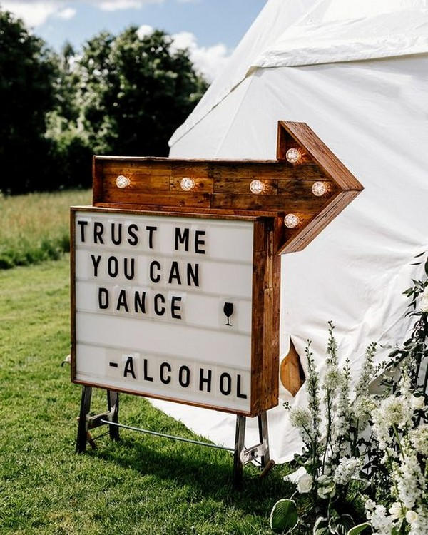 outdoor wedding sign ideas