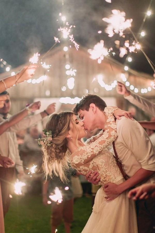 sparklers send off wedding photo ideas
