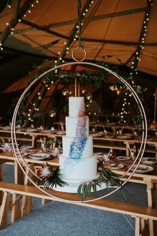 wedding cake display ideas with hanging hoop