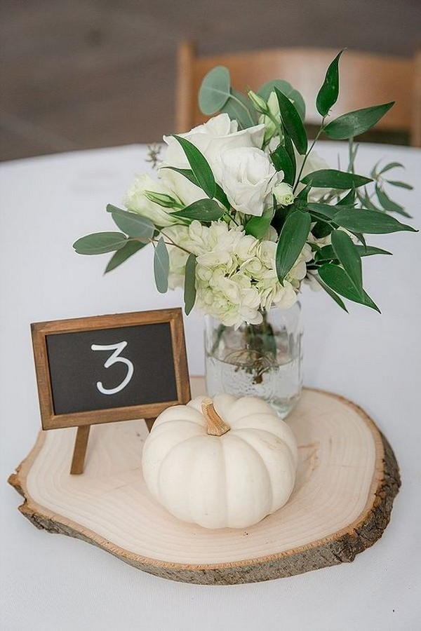 easy DIY pumpkin wedding centerpiece for fall