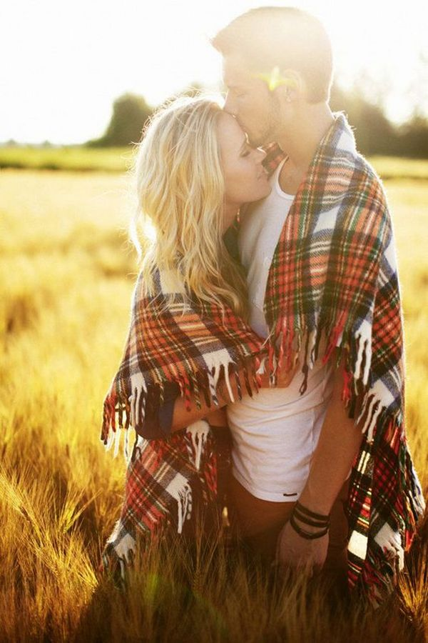 romantic fall engagement photo ideas