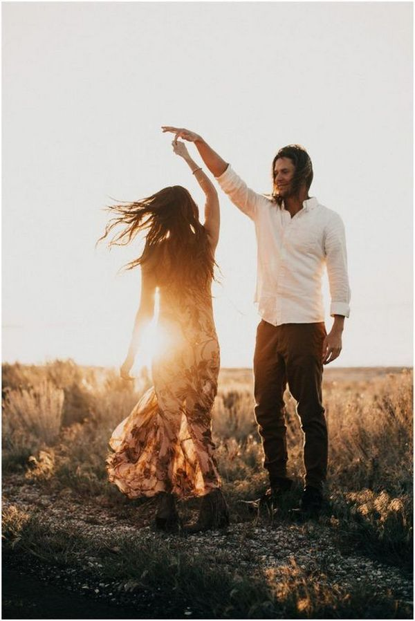 romantic sunset fall engagement photo ideas