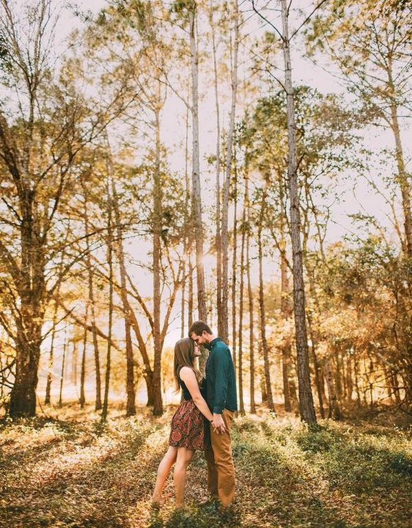 sweet autumn engagement photo ideas