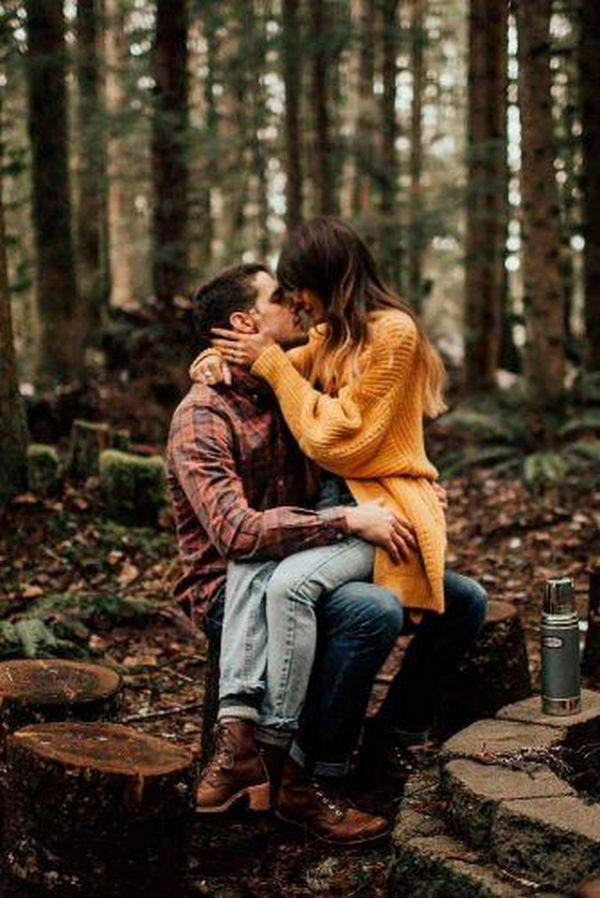 sweet fall engagement photo ideas