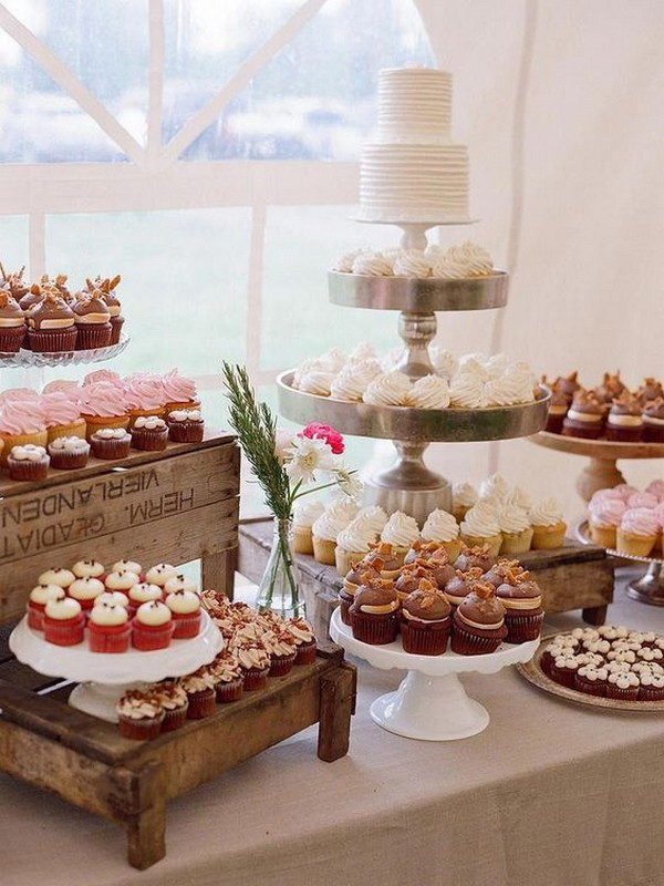 vintage wedding cake display ideas with cupcakes